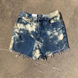 "VTG 32"" custom distressed acid wash denim shorts"